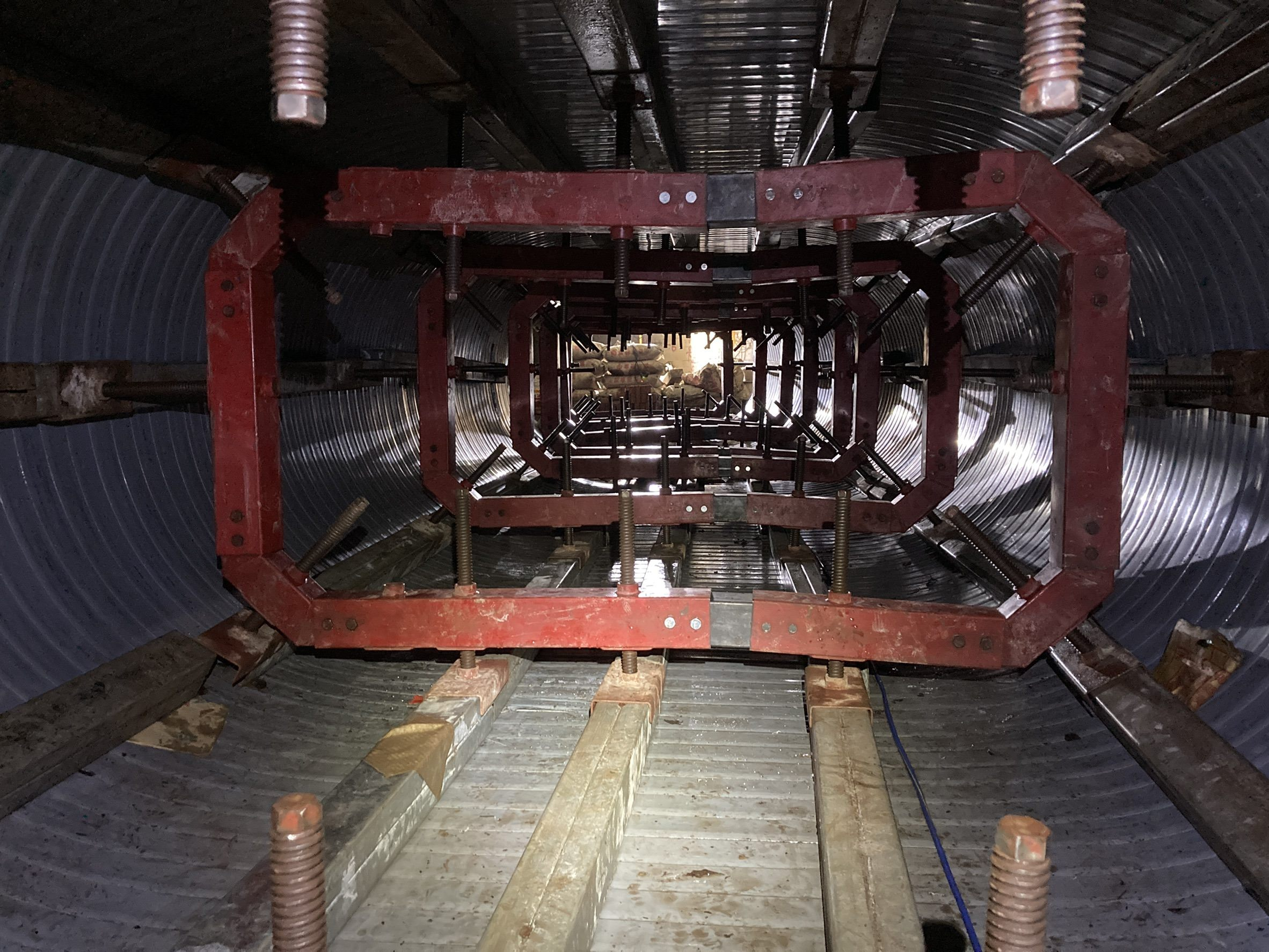 研究院路螺旋內襯工法-支撐架安裝完成面