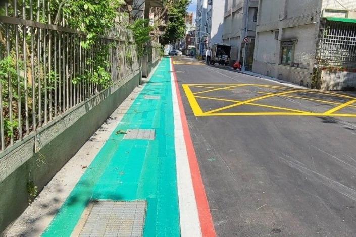 道路也重新銑刨加鋪,將路面平整度大幅提昇