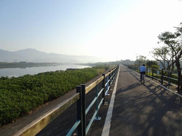 社子島濕地騎單車樂開懷
