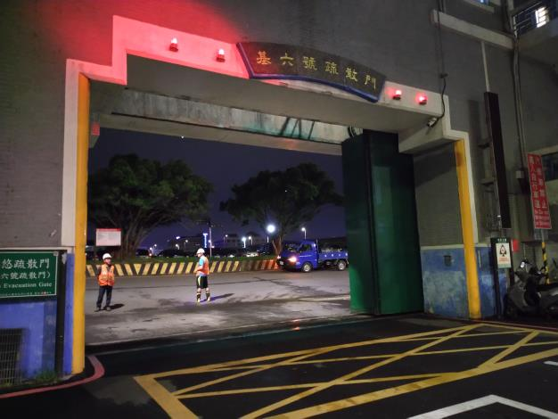 中颱璨樹來襲,北市11日20時起開始關閉全市疏散門及越堤坡道 圖為基6號疏散門