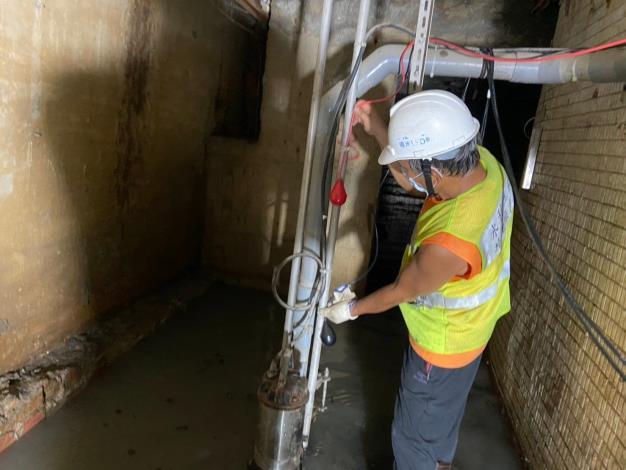 管線配置工程施工中