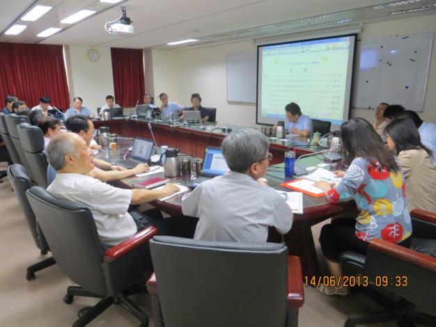 102年廉政會報會議-為響應節能減碳,使用大型電子螢幕進行會議