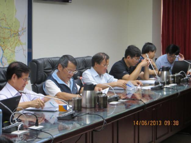 102年廉政會報會議-與會委員聆聽本室小組業務報告