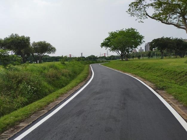 華中河濱公園停車場下游側道路銑刨加鋪