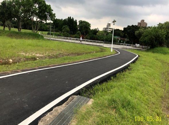 華中河濱公園溜冰場旁園區道路銑刨加鋪