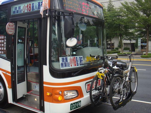 小18公車搭載自行車照片(側面)