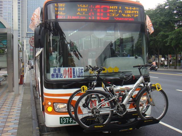 小18公車搭載自行車照片(正面)
