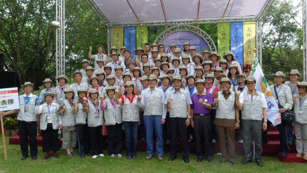 """The Water and Soil Conservation Volunteers of the Geotechnical Engineering Office (7th Squad) represented the City Government in participating in the """"8th Annual Soil and Water Conservation Volunteer Assembly"""" of the Council of Agriculture, Executive Yuan, and was awarded the Excellent Soil and Water Conservation Group Award."""
