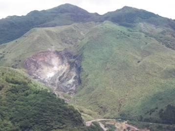 圖2 小油坑為典型的熱源爆破地面而出的噴氣孔