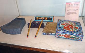 古早硯台與筆架