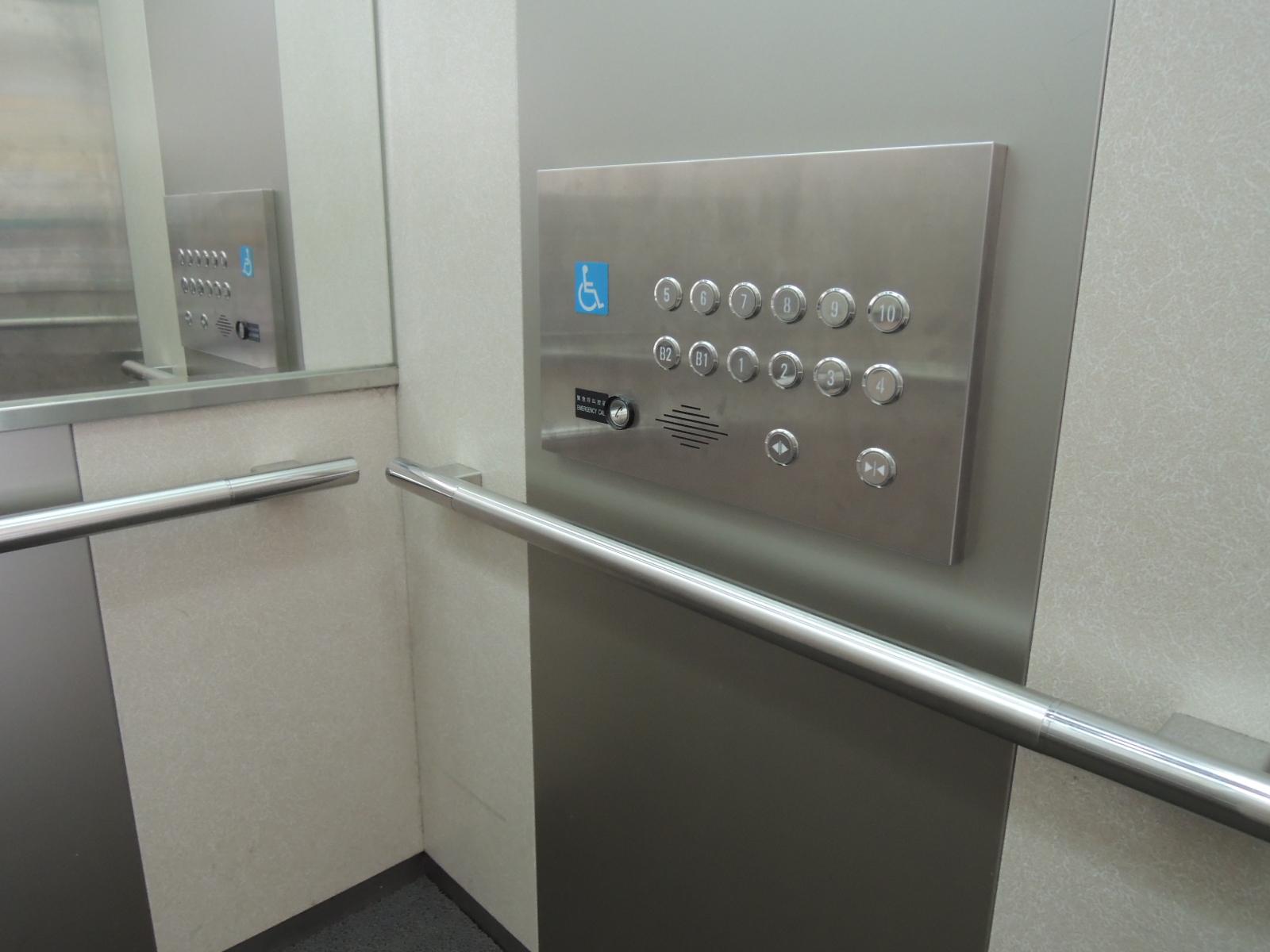 臺北市士林區行政中心無障礙電梯(內部)