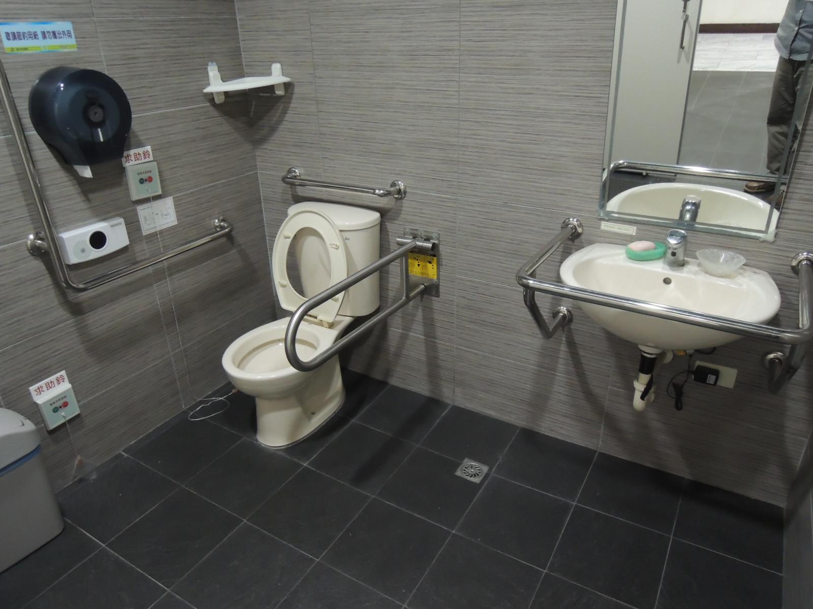 臺北市士林區公所無障礙廁所(照片播放區)