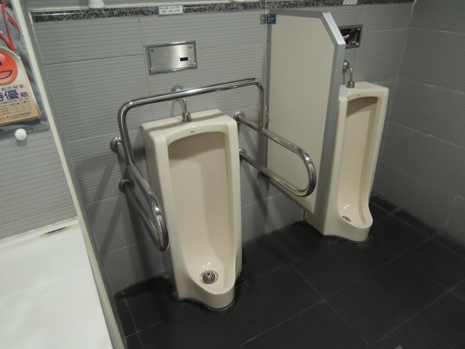 臺北市士林區公所無障礙廁所(小便斗)