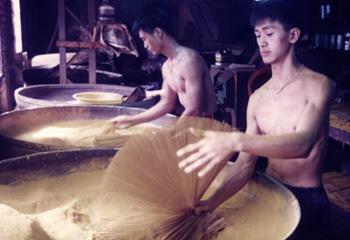 香枝製作的過程—展香(掄紙扇)