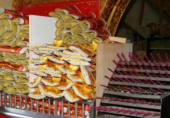 ▲目前許多臺北市宮廟團體所提供的金紙與香枝均已減量