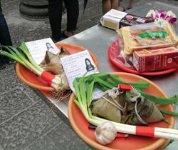 ▲蔥、蒜、粽子與准考證