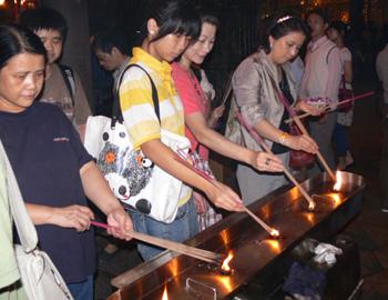龍山寺信徒均配合該寺之香枝減量措施
