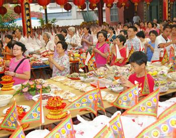 ▲臺灣地方宮廟團體常會舉辦大型公普並讓民眾報名參加