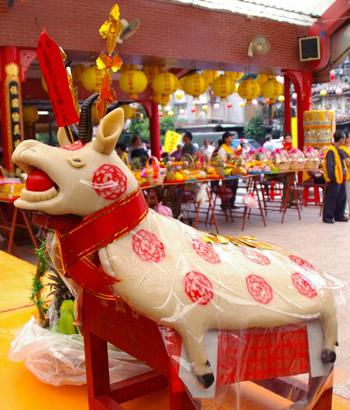 ▲以精緻的素豬公取代豬公牲禮,亦可表達對神明的敬意。