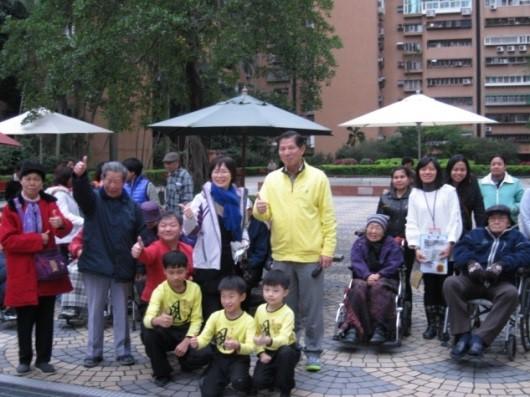 輪椅幼兒園團體大合照