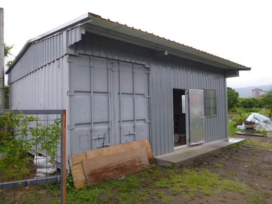 農業資材室1棟,面積約45平方公尺,頂高約3.4公尺