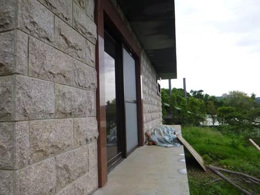 後側,長約9公尺,滴水簷高約2.6公尺