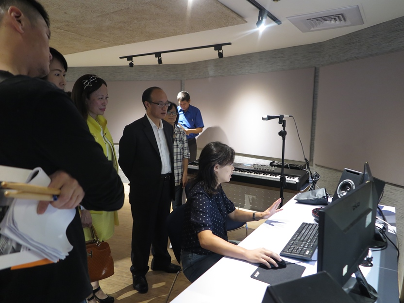 教育局代理局長曾燦金參訪配唱室