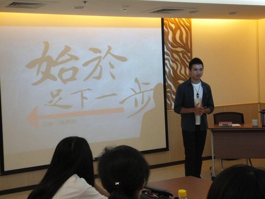 青年優人鍾鎮陽與13-18歲青少年分享以文化藝術為業的經驗與甘苦談