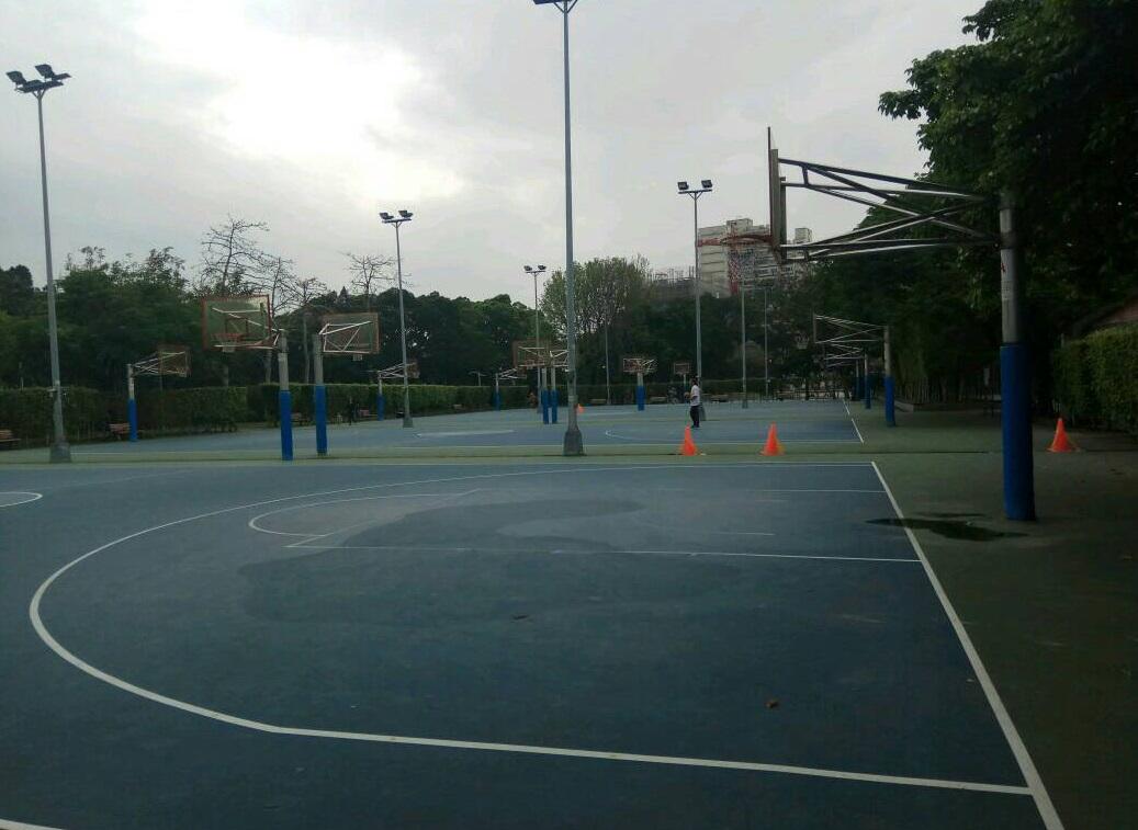 青年公園室外籃球場照片1