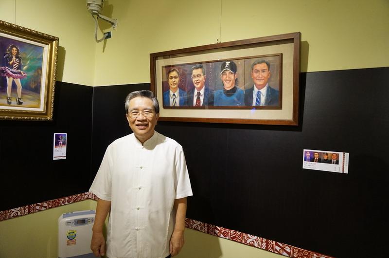 陳副院長解說油畫作品「新陳岱謝」