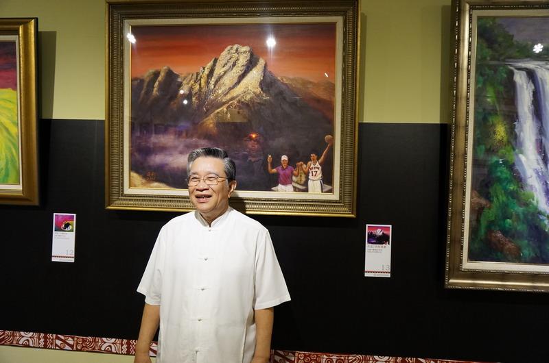 陳副院長解說油畫作品「有妮真豪」