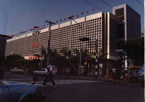 民國67年2月-79年11月為總館,79年-88年12月為古亭分館,88年12月20日改為王貫英先生紀念圖書館