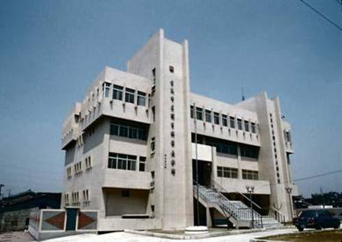 民國72年6月25日景美分館開始啟用