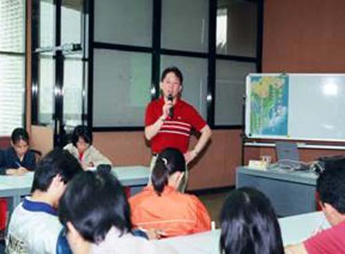 民國80年起,本館提供留學新生座談