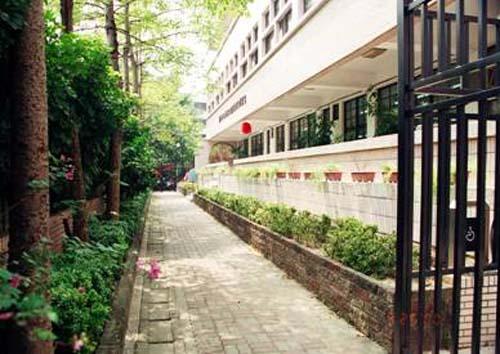 民國89年7月15日蘭雅民眾閱覽室開始啟用