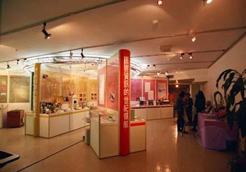 民國91年10月23日舉辦建館50週年回顧展