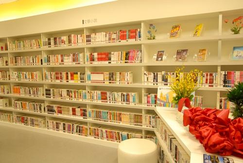 民國100年6月27日松山機場智慧圖書館啟用