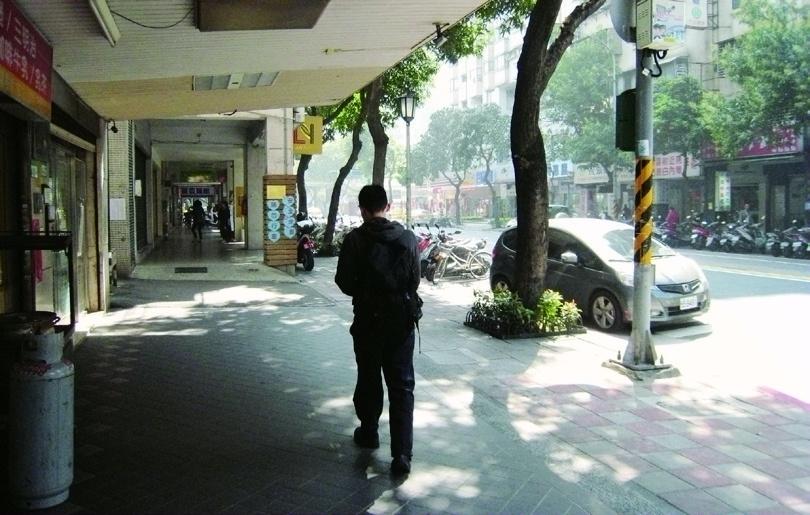 Exit No. 5 of MRT Dongmen Station AFTER straightening up of verandas