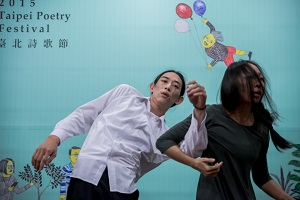 Titled Dancing with My Back towards You, one site-specific performance is choreographed by the up-and-coming choreographer Yu Yen-fang. (Photo courtesy of the Department of Cultural Affairs)