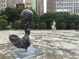 Pu Tien-sheng's sculptures Lu Xun — The Poet in Meditation (foreground) and Lin Chien-chuan the Teacher (background) are exhibited at the Zhongshan Hall Square in Taipei. (Photo courtesy of the Department of Cultural Affairs)