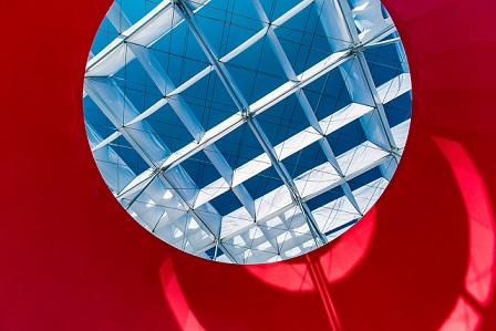 "2.View of the kite ceiling and sky from beneath ""Floating"". (Photo courtesy of TFAM)"