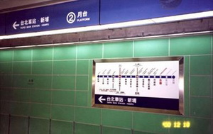 A single route map installed at the trackside wall of the platform