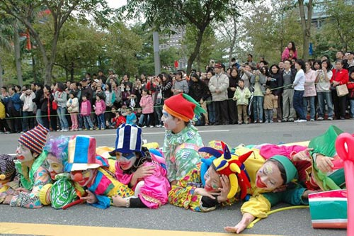 Comedian clown parade