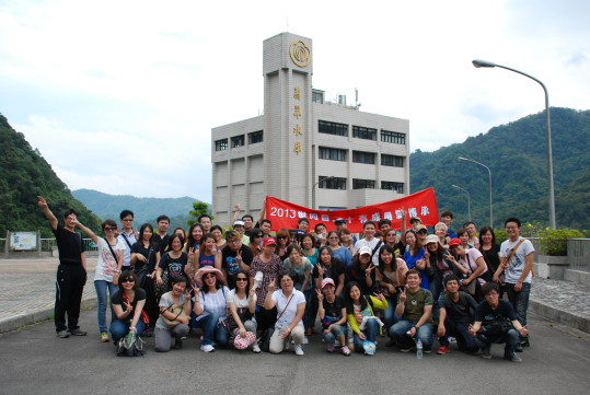 Photo: Taiwan Cable Connection Corp. group photo on top of the Feitsui dam