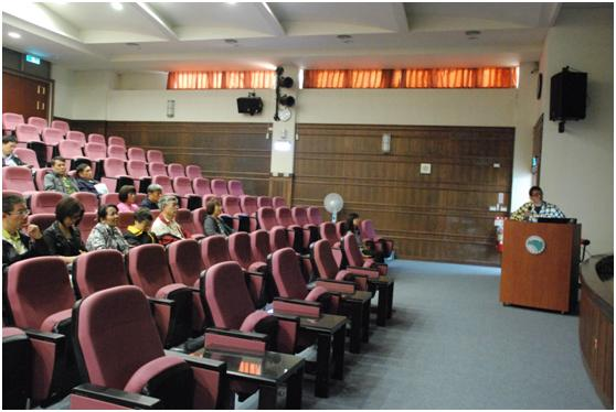 Veterinarian Yen gives an engaging presentation