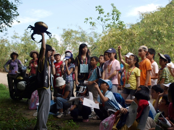 The participants observed all kinds of floras and faunas within the reservoir (July 2)