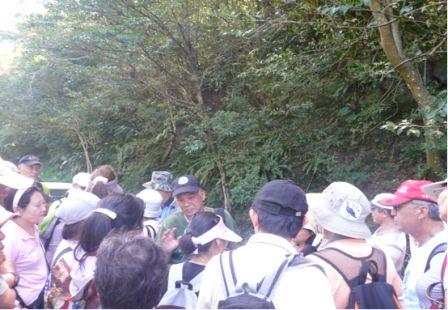 照片3:徐教授詳細為志工講解昆蟲知識