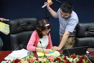 潘副局長接受記者採訪