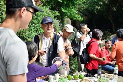 照片4說明 :參加人員短暫休息,一同享用水果茶點,蓄積再接再勵的能量(二)