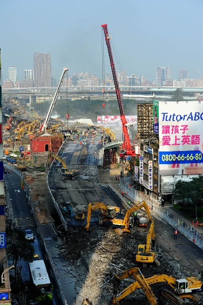 Photo of demolition of the Zhongxiao Bridge Ramp<br/>